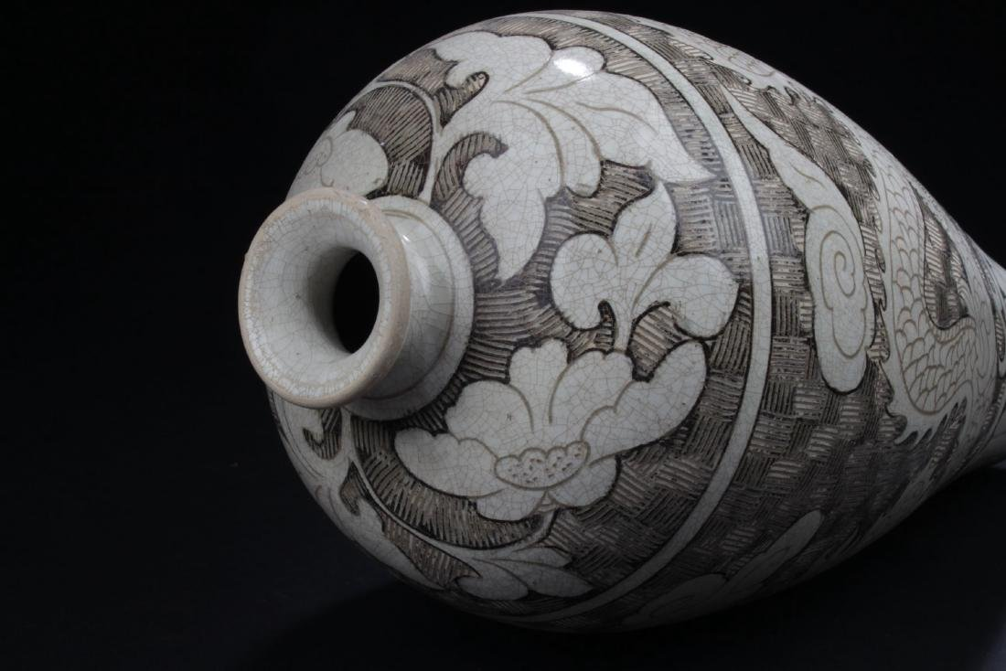 A Chinese Ancient-decorating Porcelain Vase - 7