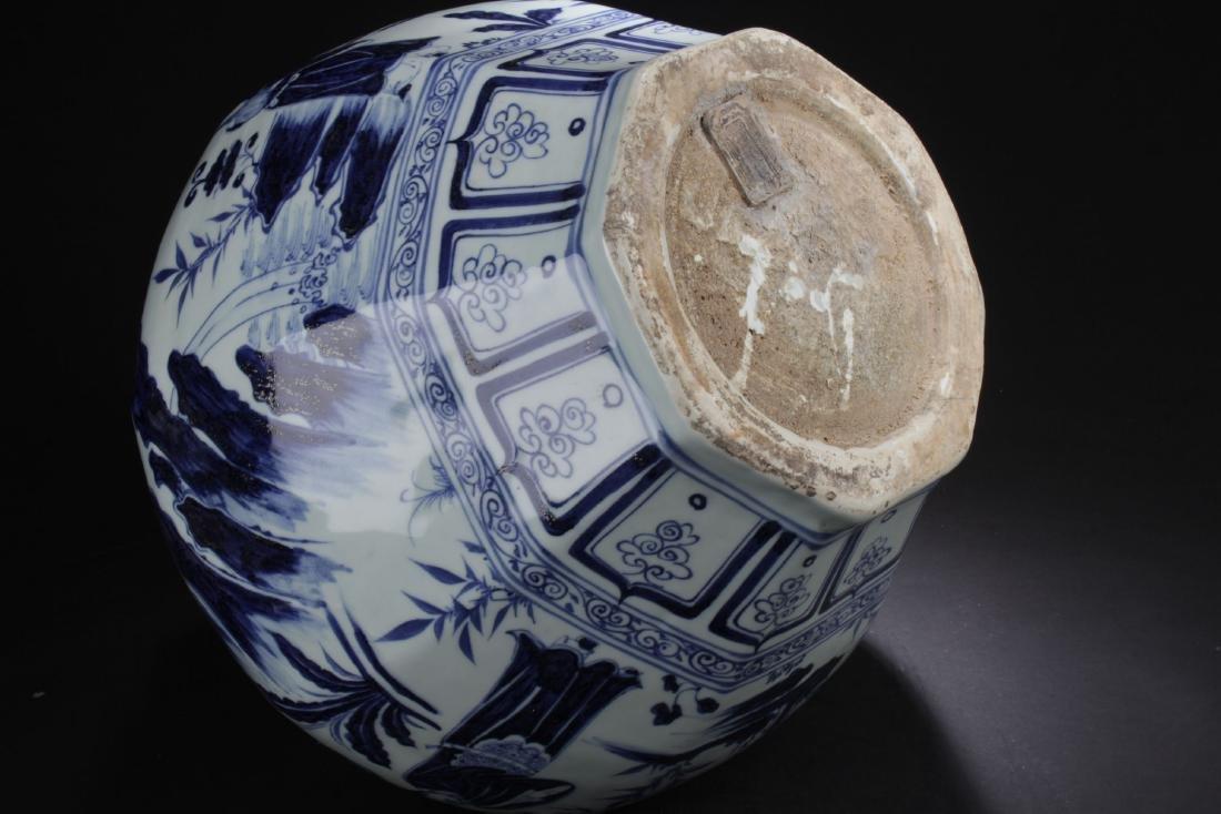 A Hexa-shape Chinese Blue and White Porcelain Vase - 6