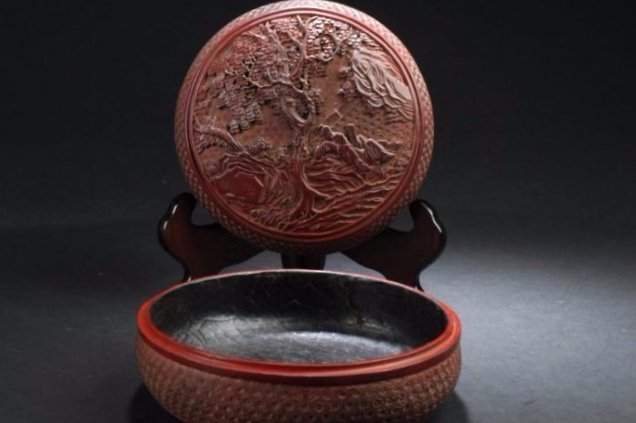 A Circular Nature-sceen Chinese Estate Lacuqer Box