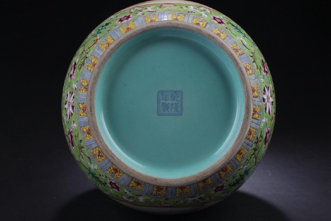 A Duo-handled Chinese Windowed Estate Porcelain Vase - 10