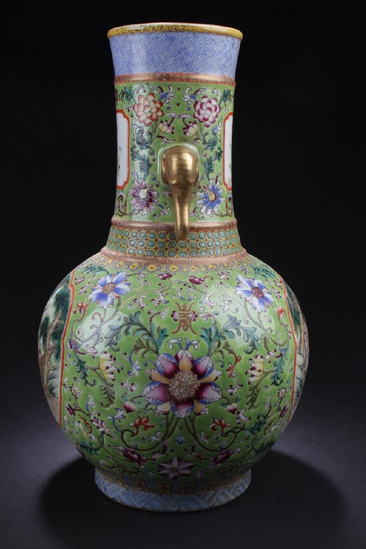 A Duo-handled Chinese Windowed Estate Porcelain Vase - 4