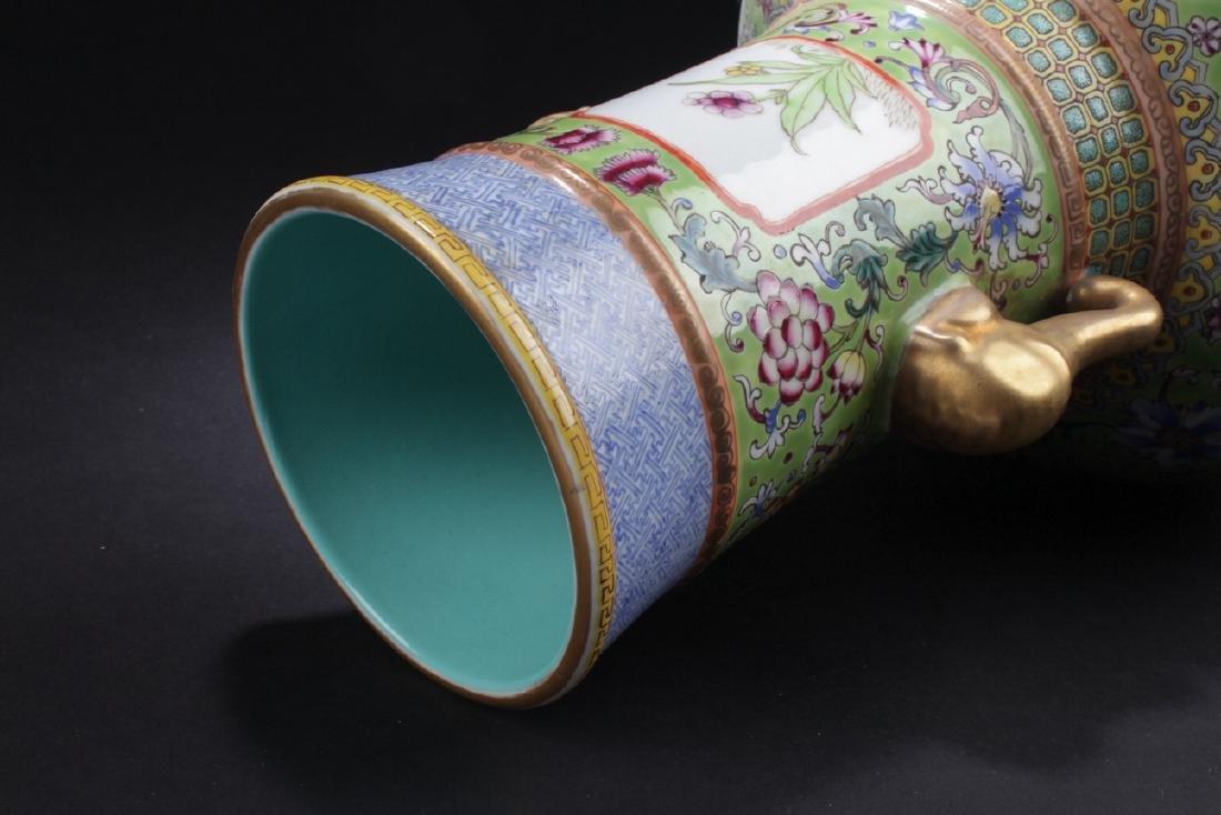A Duo-handled Chinese Windowed Estate Porcelain Vase - 5