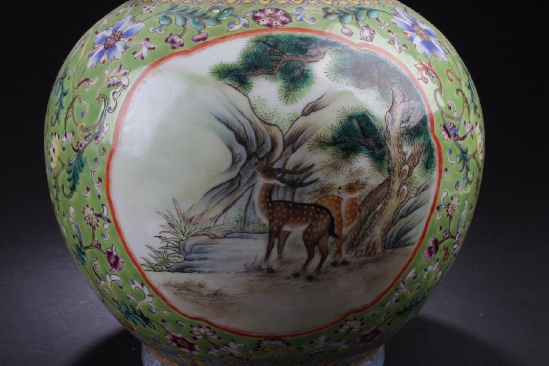 A Duo-handled Chinese Windowed Estate Porcelain Vase - 8