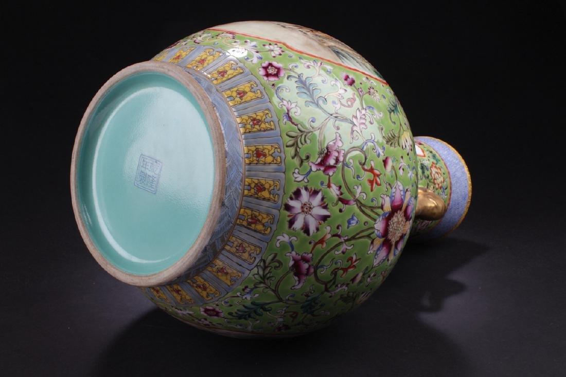 A Duo-handled Chinese Windowed Estate Porcelain Vase - 9
