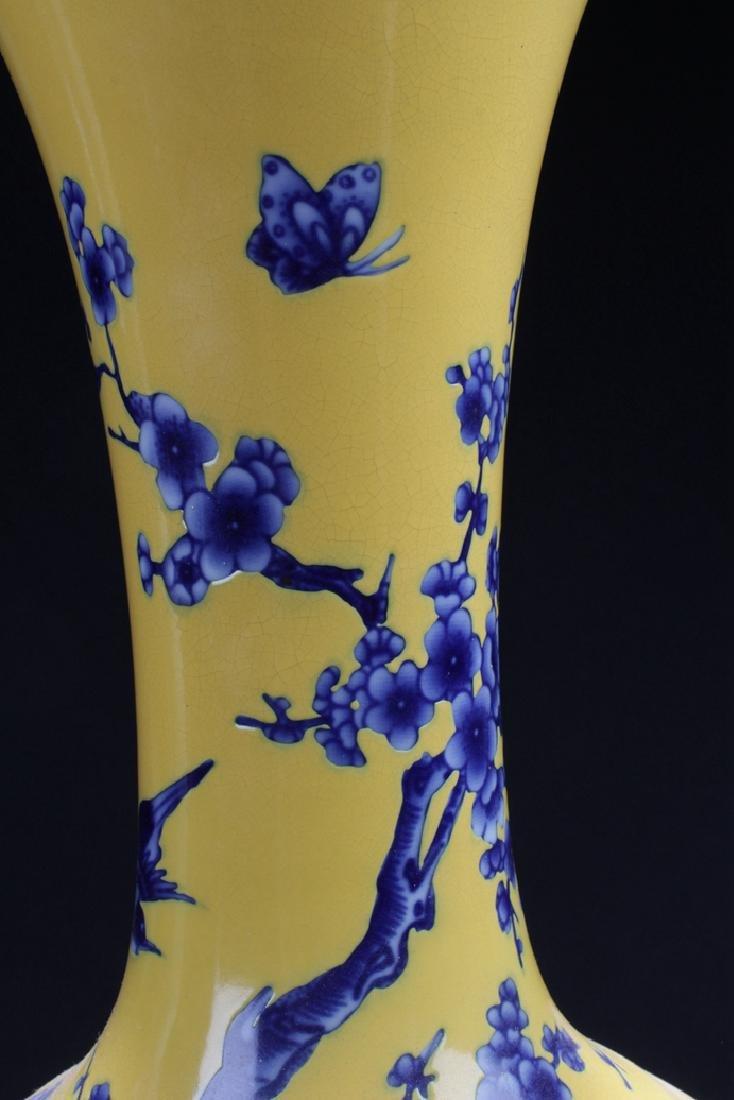 A Narrow-opening Chinese Estate Porcelain Vase - 3