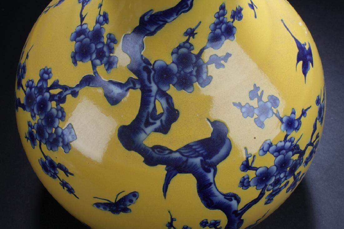 A Narrow-opening Chinese Estate Porcelain Vase - 5