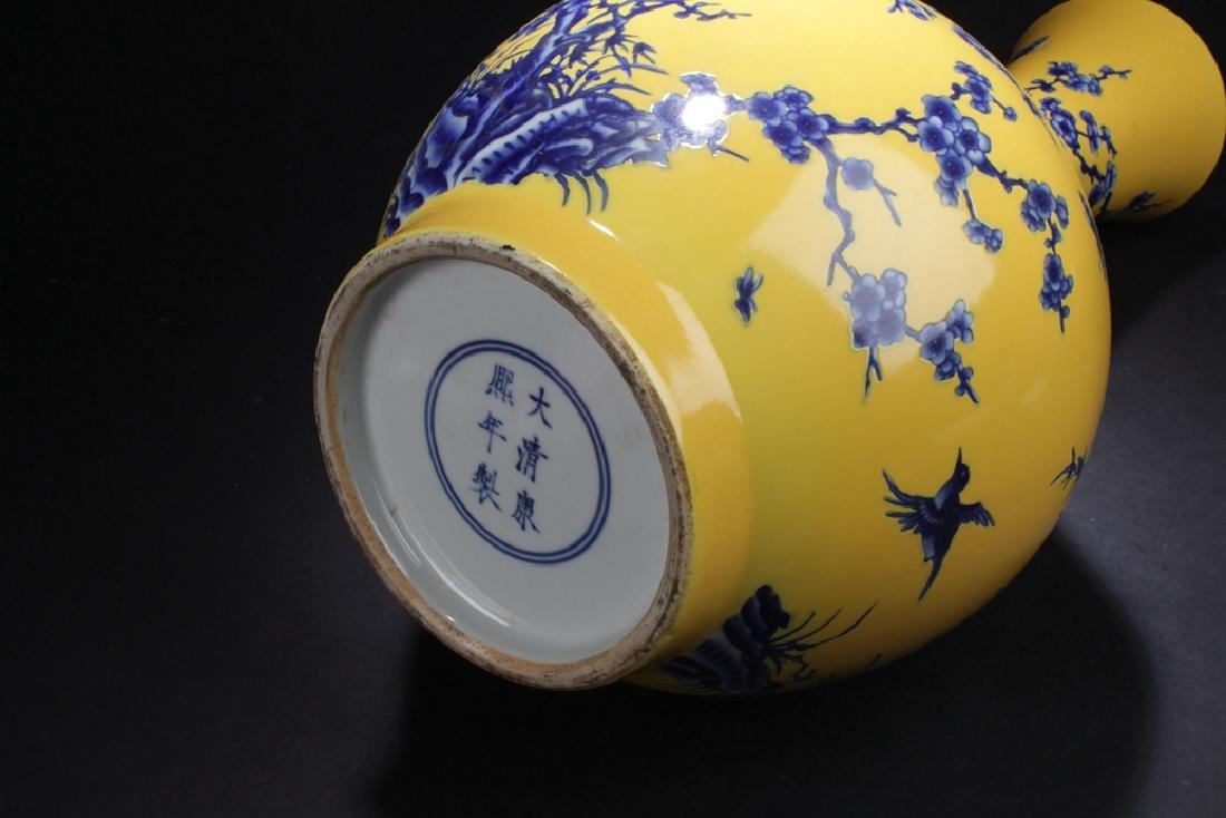 A Narrow-opening Chinese Estate Porcelain Vase - 6