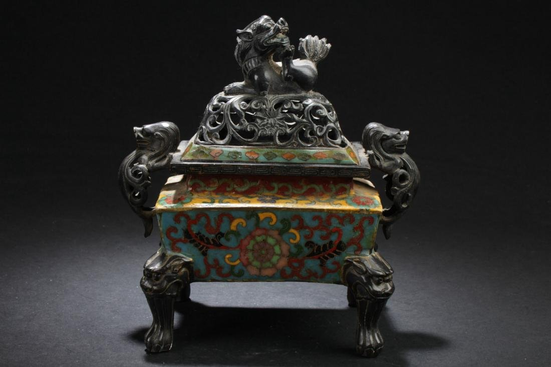 A Square-based Chinese Myth-beast Lidded Censer Display
