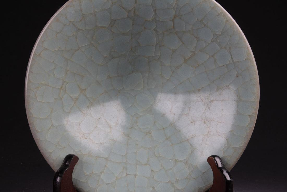 A Circular Chinese Crack-stylePorcelain Plate Display - 2