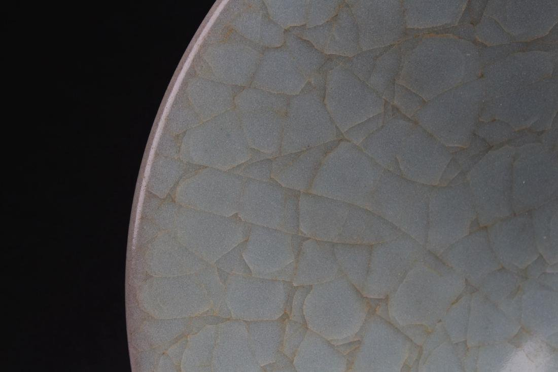 A Circular Chinese Crack-stylePorcelain Plate Display - 3