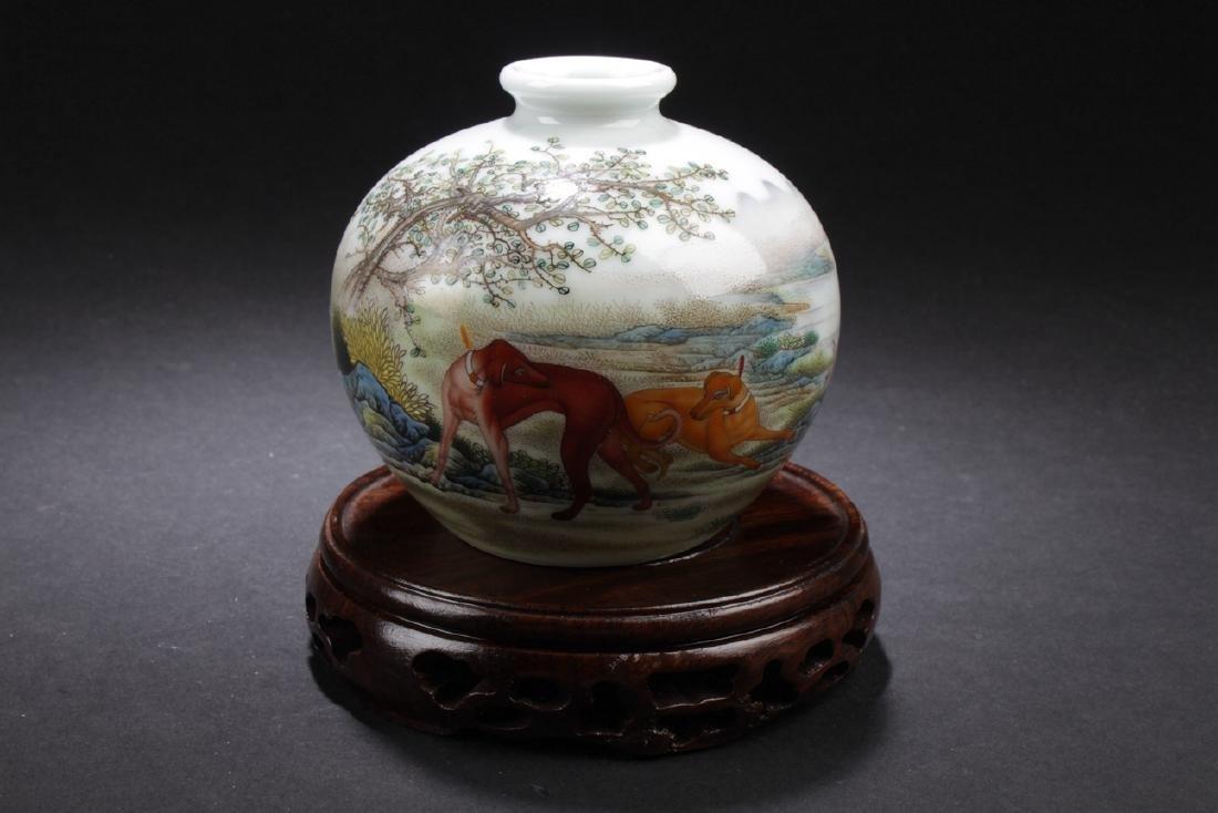 A Short-opening Horse-portrait Porcelain Vase