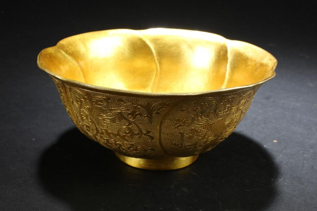 An Estate Chinese Gilt Loctus-framing Bowl Display