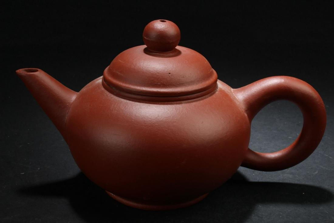 A Chinese Classic-shape Estate Tea Pot Display