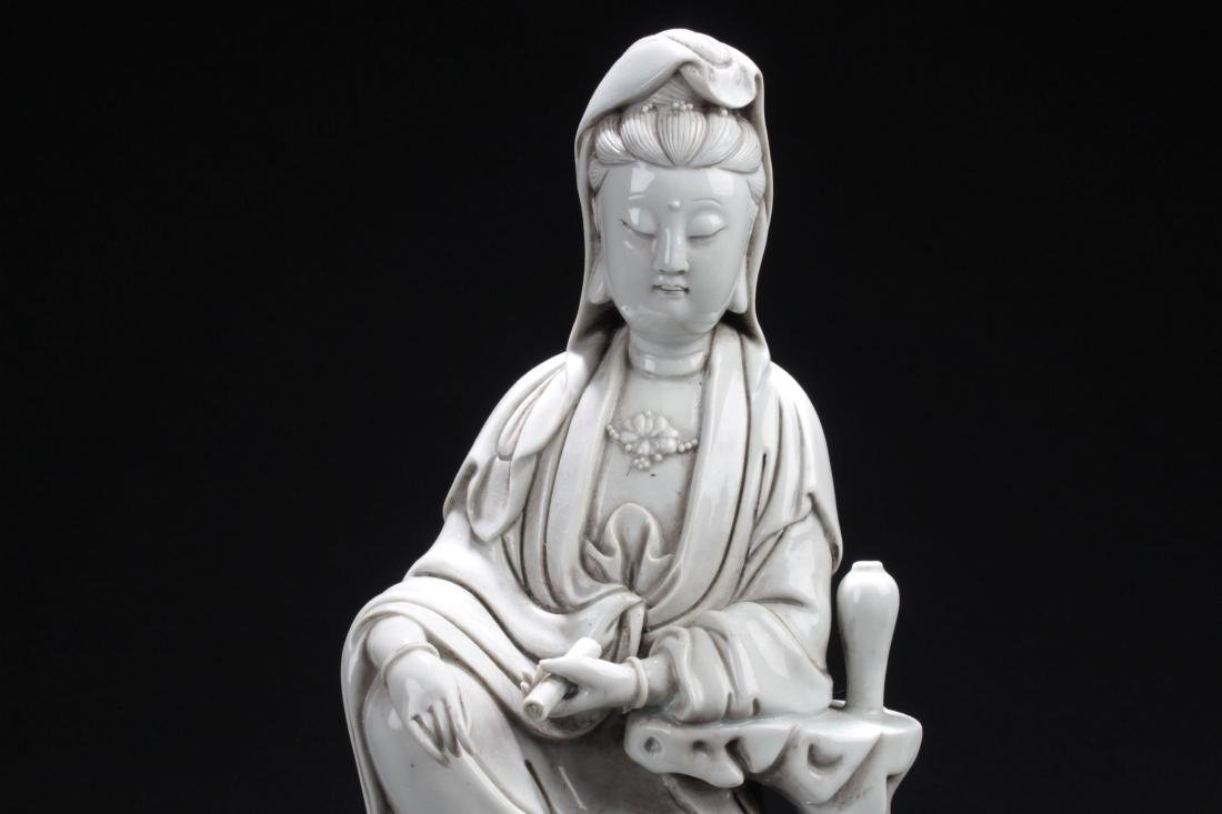An Estate Chinese Seated Guanyin Porcelain Statue - 2