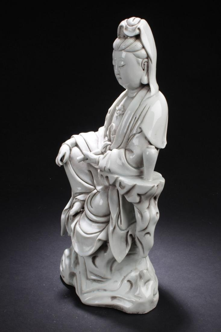 An Estate Chinese Seated Guanyin Porcelain Statue - 5