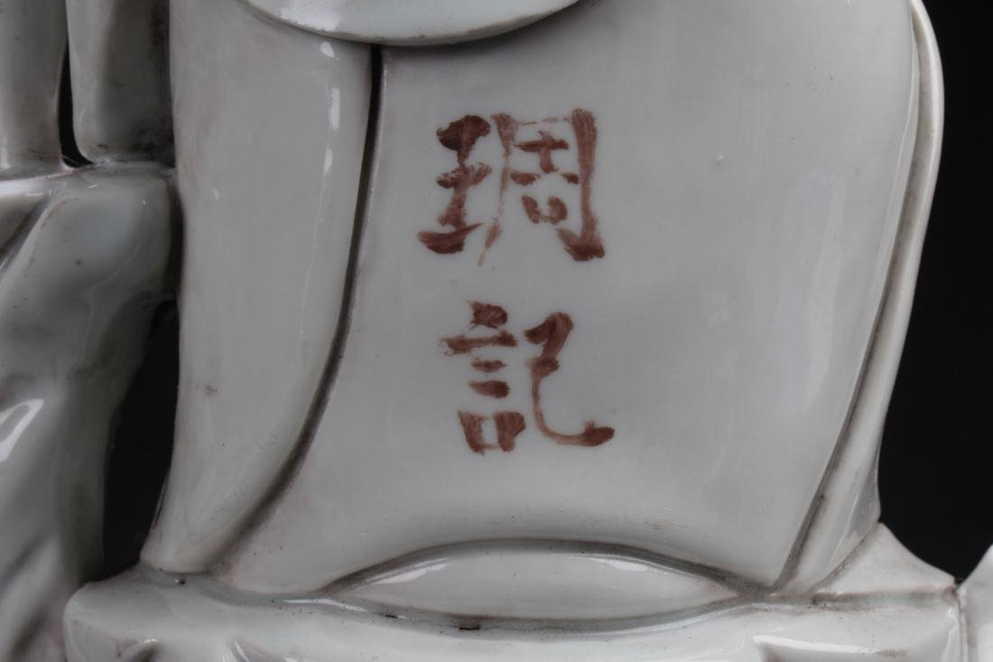 An Estate Chinese Seated Guanyin Porcelain Statue - 7