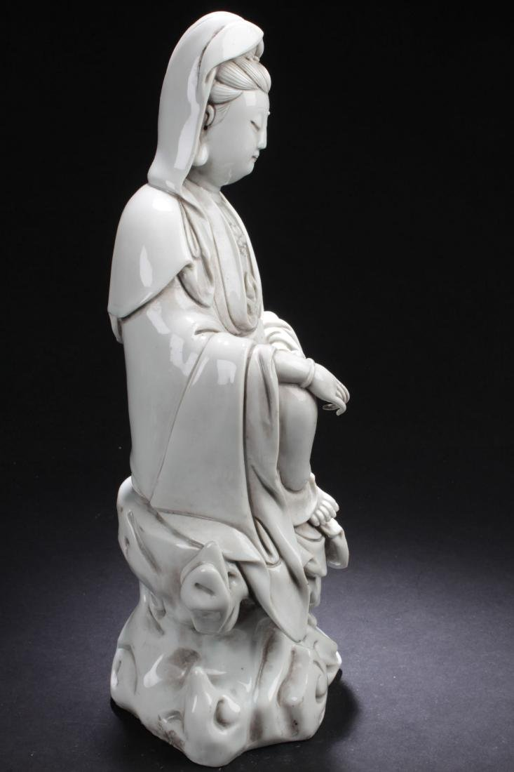 An Estate Chinese Seated Guanyin Porcelain Statue - 8