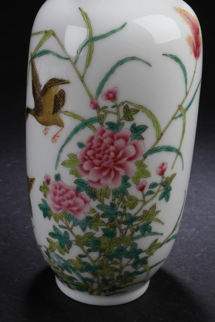 A Chinese Nature-sceen Porcelain Vase Display - 3