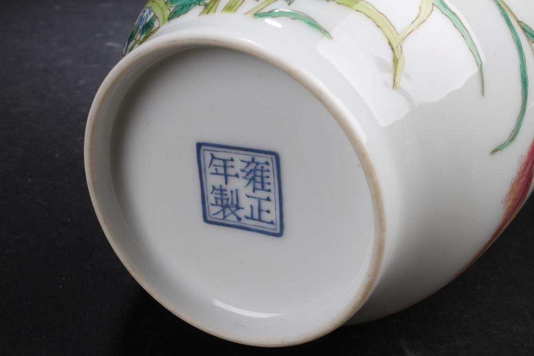 A Chinese Nature-sceen Porcelain Vase Display - 8