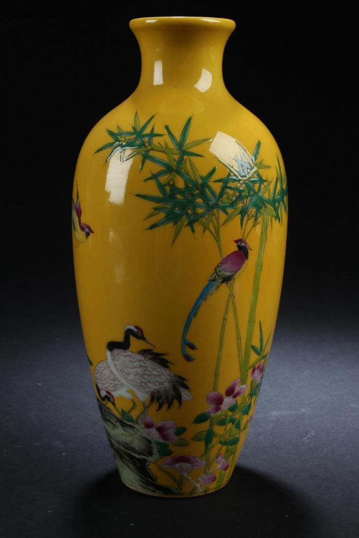 An Estate Nature-sceen Porcelain Fortune Yellow Vase