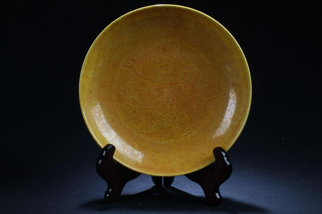 A Chinese Abstract-style Porcelain Plate Display
