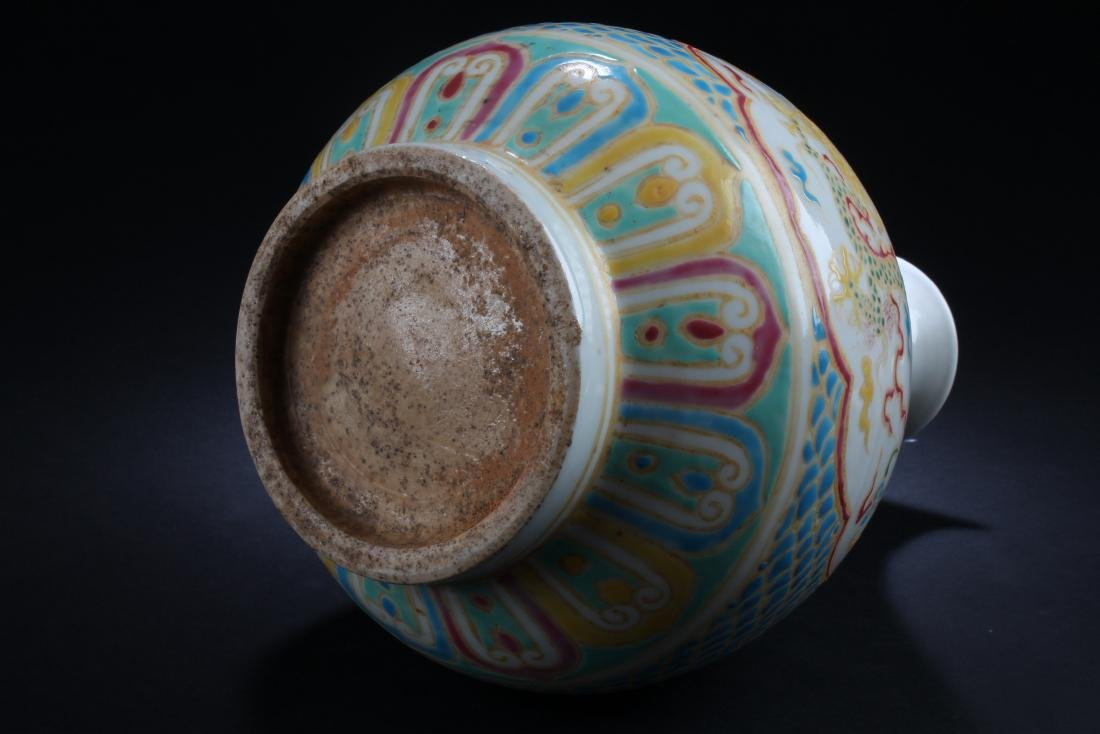 A Chinese Dragon-decorating Estate Porcelain Vase - 5