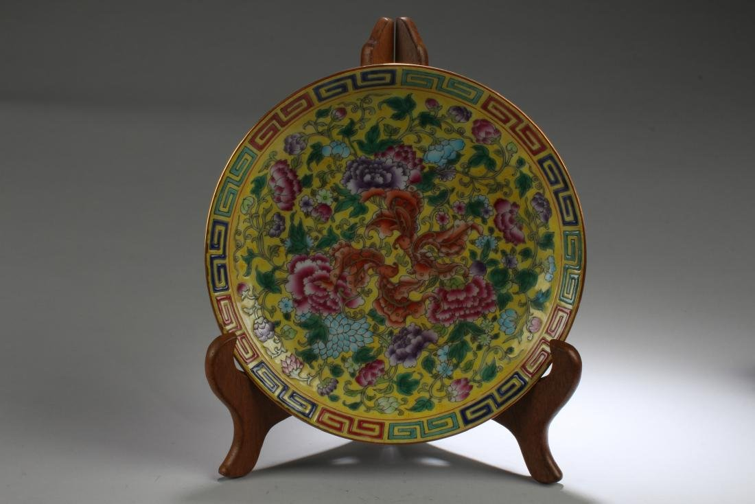 A Chinese Flower-blossom Estate Porcelain Plate Display