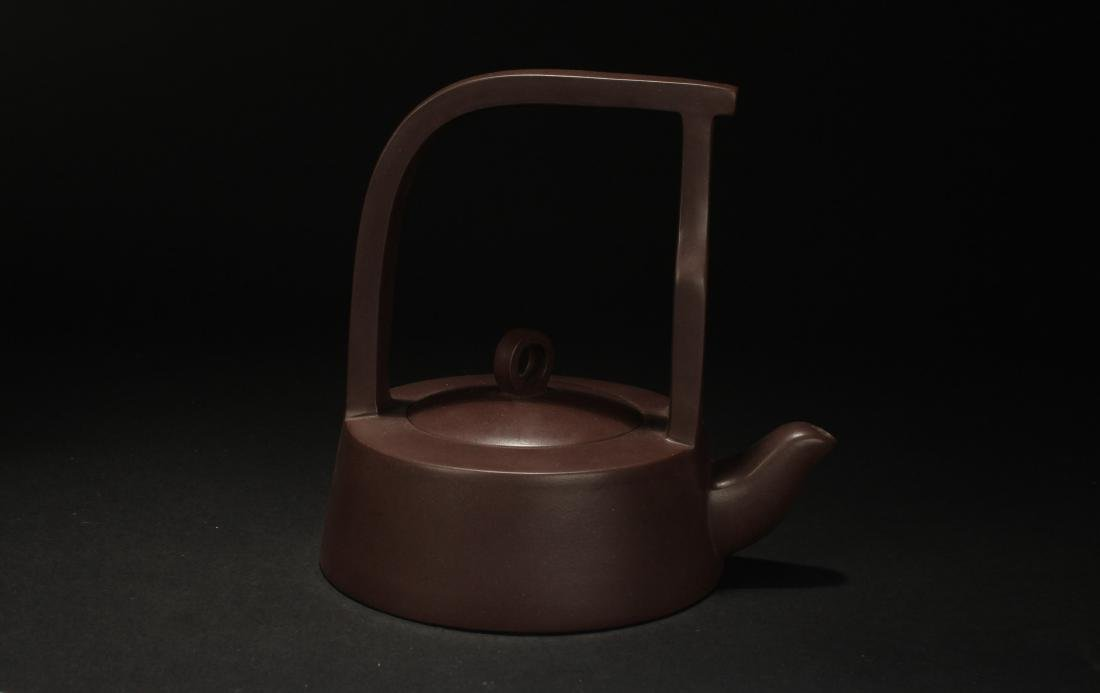 A Chinese High-handled Estate Tea Pot Display