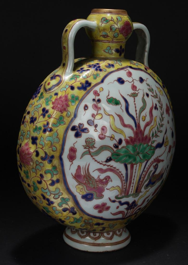 A Duo-handled Chinese Porcelain Vase Display