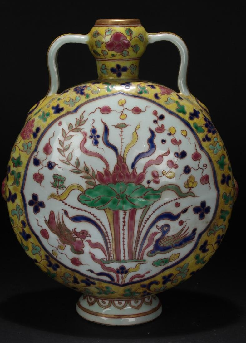 A Duo-handled Chinese Porcelain Vase Display - 2
