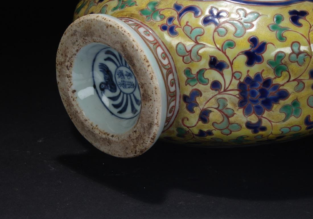 A Duo-handled Chinese Porcelain Vase Display - 4