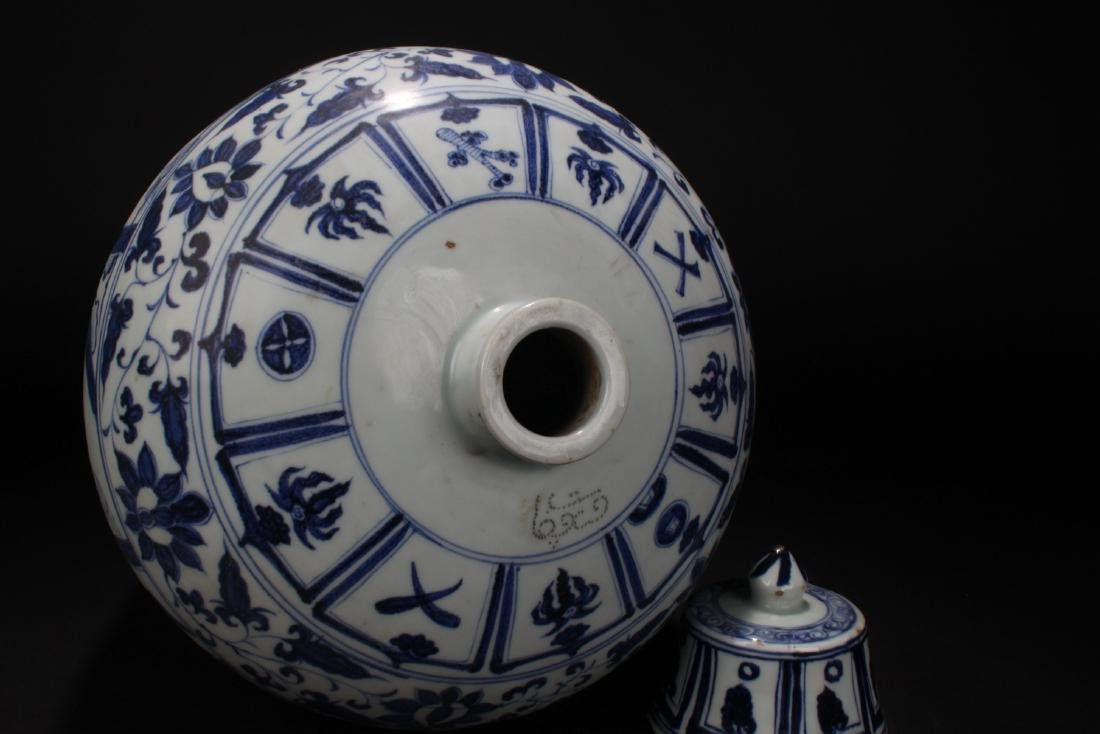An Estate Chinese Blue and White Story-telling Vase - 7