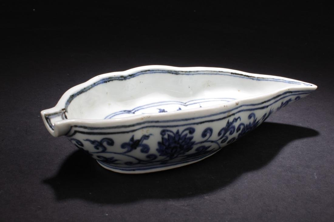 A Chinese Blue and White Porcelain Dish-wash Display - 3