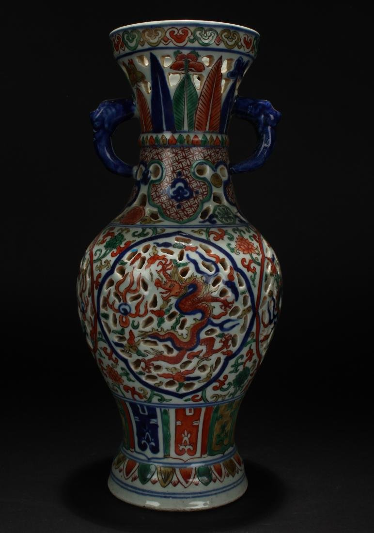 A Chinese Dragon-decorating Estate Duo-handled