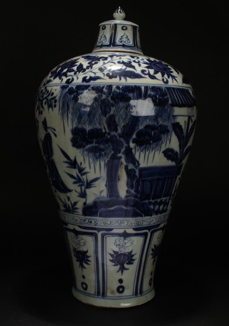 A Lidded Chinese Blue and White Porcelain Vase Display - 3
