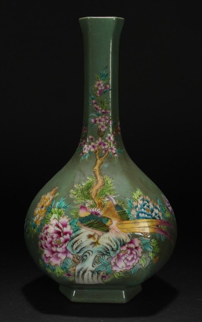 An Estate Chinese Nature-sceen Porcelain Vase DIsplay