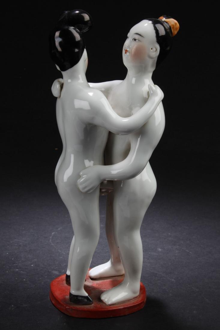 An Estate Love-sceen Porcelain Statue Display
