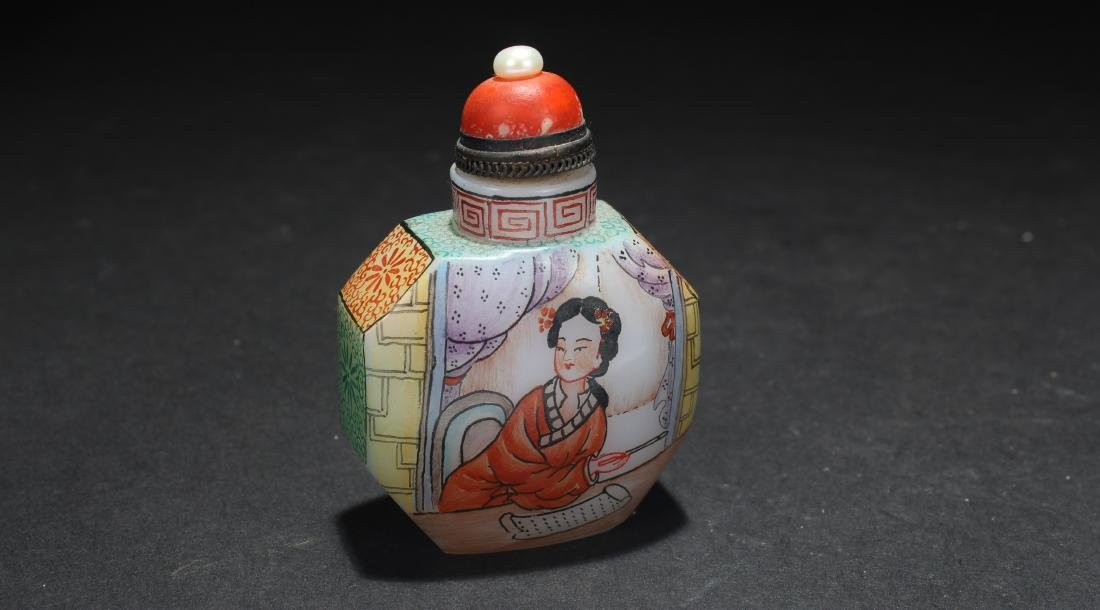 A Chinese Lady-portrait Estate Snuff Bottle