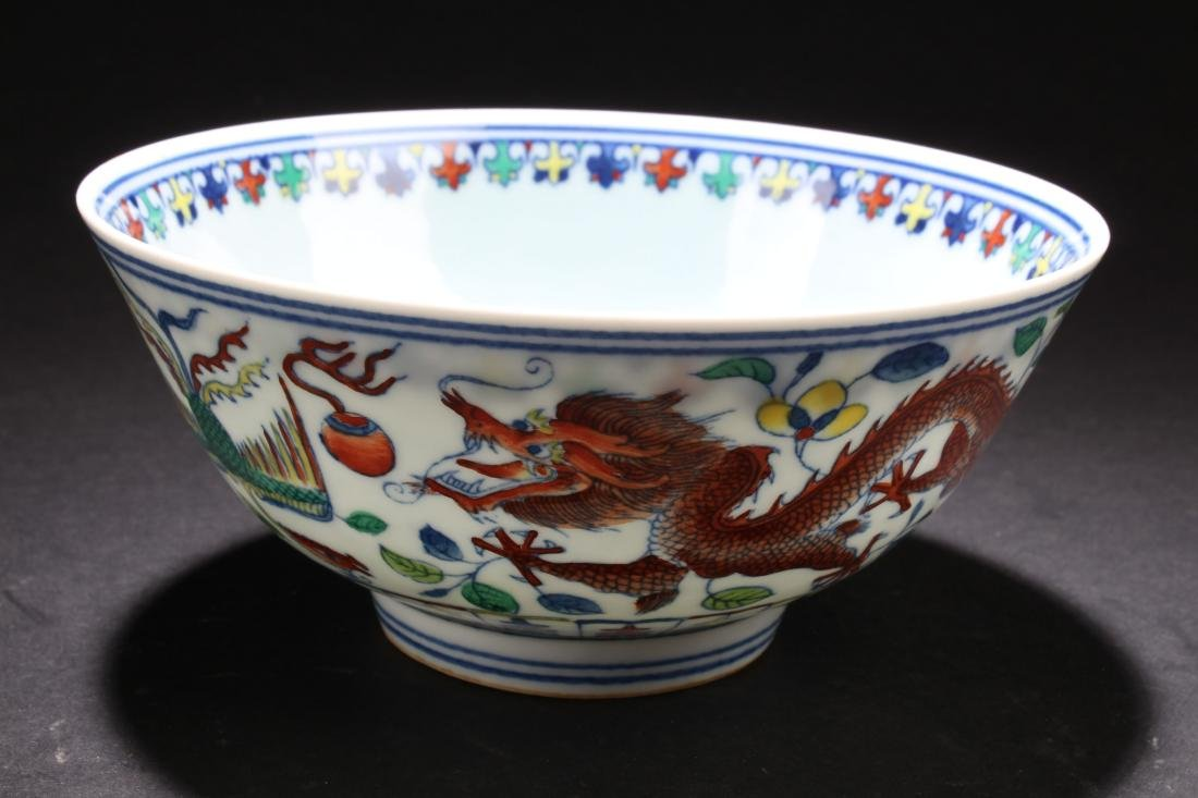 A Dragon-decorating Chinese Estate Porcelain Bowl