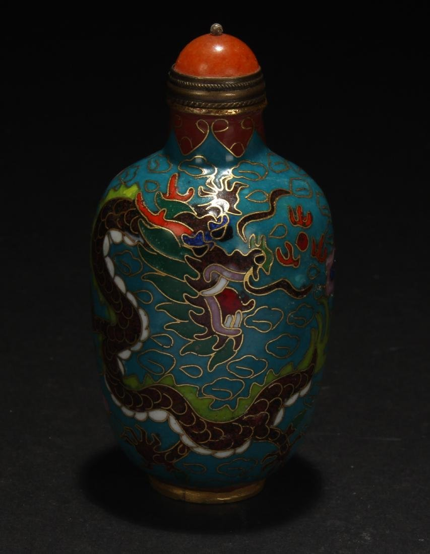 A Chinese Dragon-decorating Cloisonne Snuff Bottle