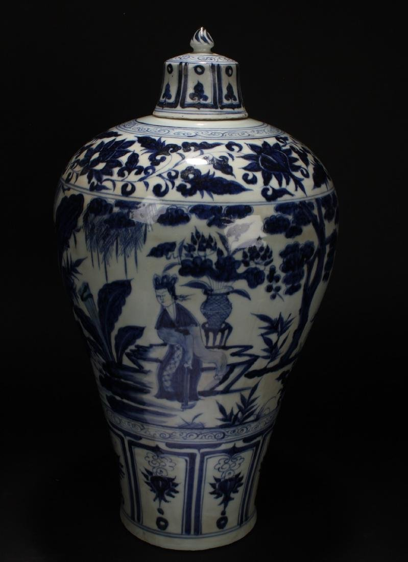 A Chinese Blue and White Porcelain Vase Display - 3