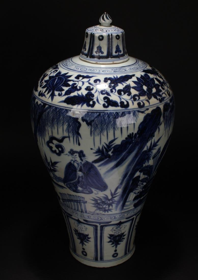 A Chinese Blue and White Porcelain Vase Display - 4