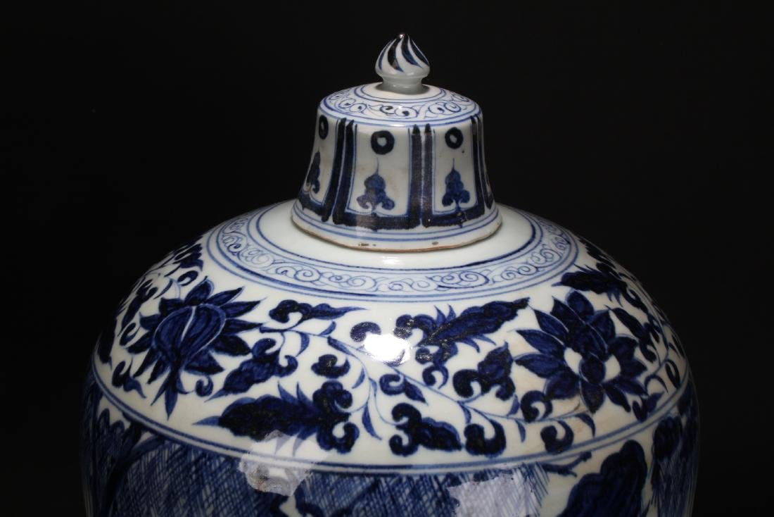 A Chinese Blue and White Porcelain Vase Display - 5