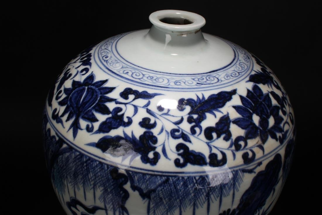 A Chinese Blue and White Porcelain Vase Display - 6