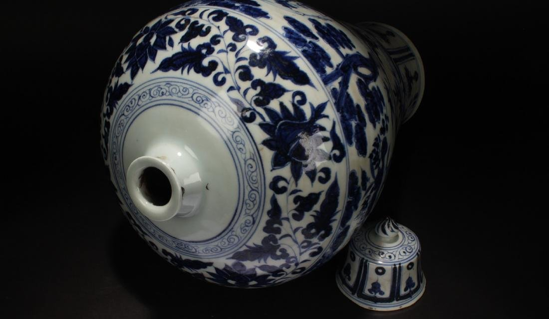 A Chinese Blue and White Porcelain Vase Display - 7
