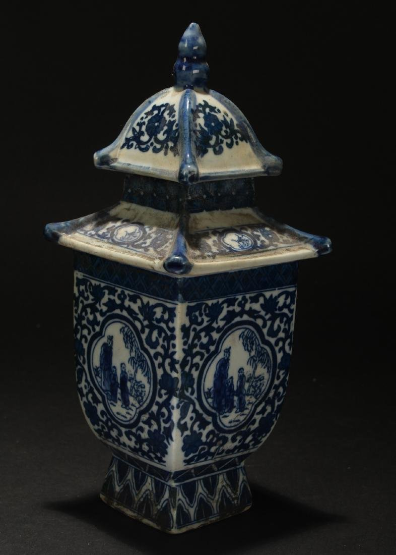 A Chinese Lidded Estate Blue and White Porcelain Vase