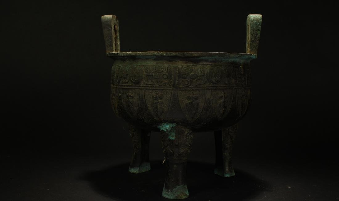 A Chinese Tri-podded Estate Bronze Vessel Display