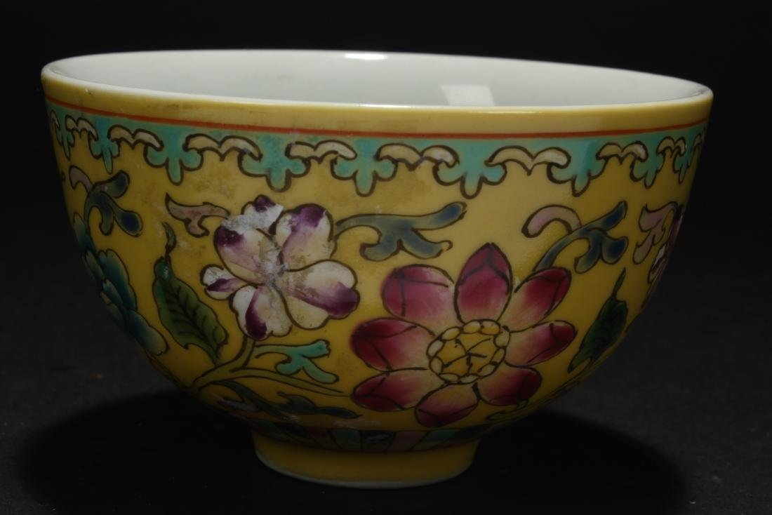 A Chinese Small Porcelain Cup Display