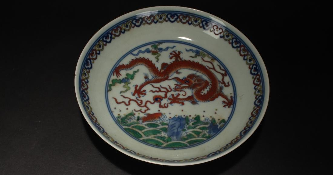 A Chinese Dragon-decorating Estate Porcelain Plate