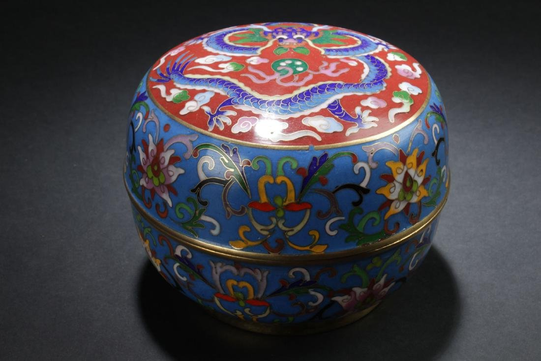 A Lidded Estate Chinese Dragon-decorating Cloisonne Box